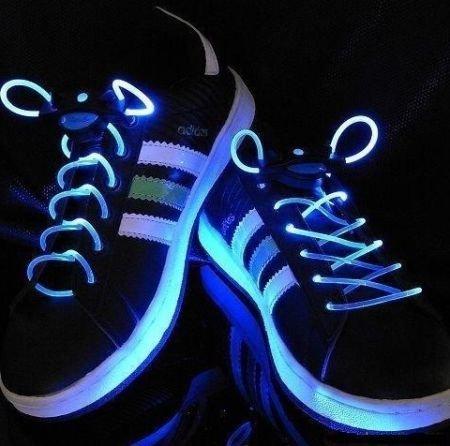 光るLEDシューズがかっこいい!スニーカーの枠を飛び出た存在感がたまらない!