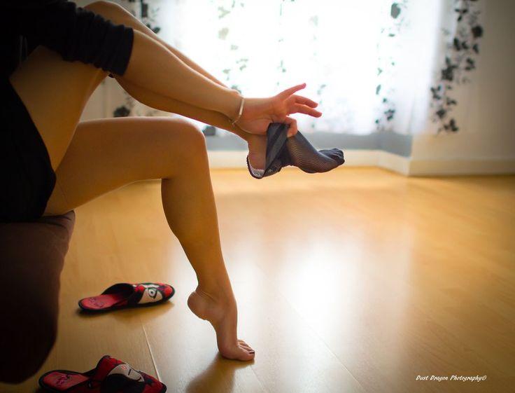 イスに座りながら簡単ダイエット♪足首を回すだけで得られるダイエット効果がすごい!