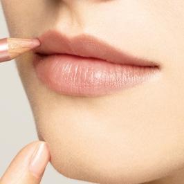ぷっくり唇にする方法を紹介!思わずキスしたくなるぷっくり唇の作り方
