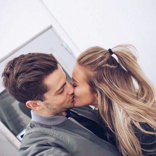 男が興奮するキスの方法って!?愛撫で彼氏と熱い夜を過ごす方法!